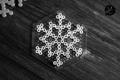 Schneeflocken aus Hama Bügelperlen- Yumiefamily