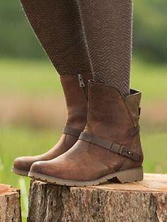 Women's Teva De La Vina Ankle Boots | Sahalie. Love these boots