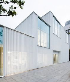 © Sun Namgoong       Architects: JOHO Architecture Location: Gangnam-gu, Seoul, South Korea Architect In Charge: Jeonghoon LEE Design Team: Il-Sang Yoon, Gae-hee Cho, Moonyoung Jeong Area: 179.0 sqm Year: 2014 Photographs: Sun Namgoong, ...