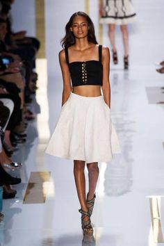Kısa üst trendi ModaSor Blog'da...