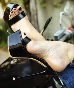Sexy Legs And Heels, Hot Heels, Sexy High Heels, Feet Soles, Women's Feet, Stripper Heels, Beautiful Toes, Sexy Toes, Killer Heels