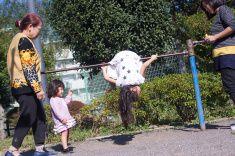 ガール演奏 アイロンバー」では、公園 stock photo