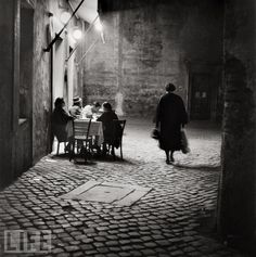 """zzzze: """"Franz Hubmann Trattoria in Trastevere, Gelatin silver print, printed later """" Old Photos, Vintage Photos, Italian Cafe, Italian Party, Vintage Italy, Life Magazine, Black And White Photography, Street Photography, Inspiring Photography"""