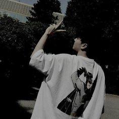 Bad Boy Aesthetic, Aesthetic People, Korean Aesthetic, Korean Boys Ulzzang, Cute Korean Boys, Ulzzang Boy, Dark Photography, Photography Poses, Estilo Beatnik