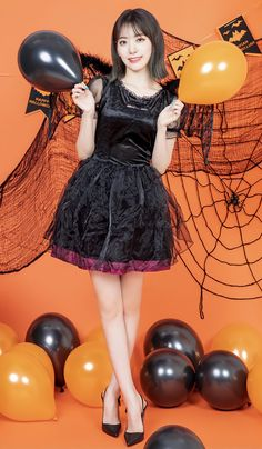 Kpop Girl Groups, Kpop Girls, Eyes On Me, Sakura Miyawaki, Beautiful Japanese Girl, Music Channel, Japanese Girl Group, Latest Images, Indie Kids