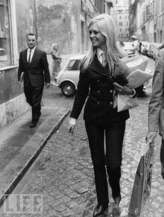 Brigitte Bardot, Rome, 1967 (via @classiquecom).