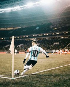- Lionel Messi (Rusia 0 - 1 Argentina taking a corner kick Messi Argentina, Argentina Soccer, Messi Soccer, Messi 10, Football Is Life, Football Fans, Neymar, Ibrahimovic Wallpapers, Cr7 Junior