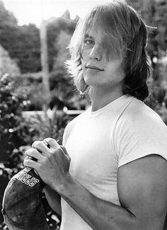 Taylor Kitsch. I love me some Tim riggins!