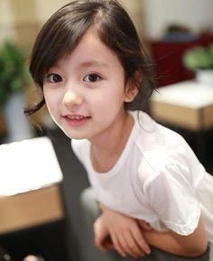 """Hình ảnh bé gái 8 tuổi được chia sẻ rầm rộ trên mạng xã hội, dự đoán """"soán ngôi"""" bé gái Cần Thơ - Lê Huỳnh Bảo Ngọc, thực chất cũng có một vị trí vô cùng ấn tượng."""