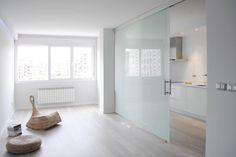 Space door idea for kitchen Küchen Design, House Design, Door Dividers, Partition Design, Small Apartment Decorating, Grey Bathrooms, Office Interiors, Interior Design Kitchen, Small Spaces