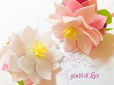 Cerchietto in raso con fior di loto in pannolenci by igiochidiLuce #italiasmartteam #etsy
