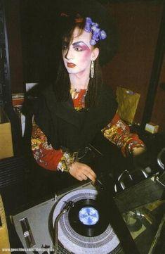 Boy George DJing at the Blitz :D https://www.pinterest.com/r60620/80s-fashion/ https://www.pinterest.com/r60620/