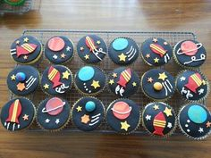 Space Cupcakes - Celebration Cakes - Cakeology - Kindergeburtstage - Space theme cupcakes for vincent band Informations About Space Cupcakes – Celebration Cakes – Ca - 2nd Birthday Parties, Baby Birthday, Birthday Cakes, Space Cupcakes, Galaxy Cupcakes, Space Baby Shower, Rocket Cake, Space Crafts For Kids, Anniversaire Star Wars