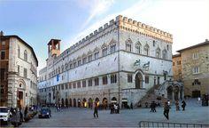 """* Palácio dos Priores * """"Palazzo dei Priori"""". Fontana Maggiore. Perúgia, Itália."""