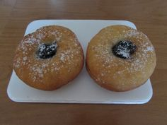 Šišky s džemom - recept   Varecha.sk Doughnut, Rum, Desserts, Basket, Tailgate Desserts, Dessert, Deserts, Food Deserts, Room
