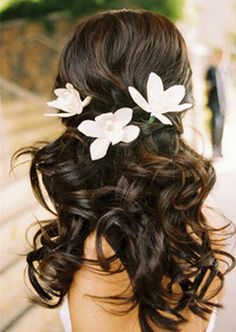 Love this! Beachy waves with simple, delicate flowers pinned in the back.
