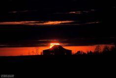 Red sun behind Kentucky barn/Jack Corn Photography