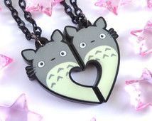 My Neighbour Totoro, Totoro Two Piece Heart Necklace. Anime Kawaii, Kawaii Cute, Hayao Miyazaki, Studio Ghibli Films, Diy Accessoires, Ghibli Movies, Girls Anime, My Neighbor Totoro, Anime Merchandise