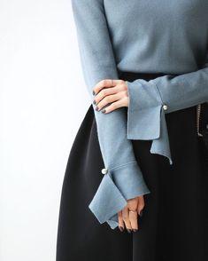 Mangas e cuff links Modest Fashion, Hijab Fashion, Fashion Dresses, Fashion News, Sleeves Designs For Dresses, Sleeve Designs, Fashion Details, Fashion Design, Mode Hijab