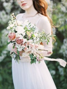 How to create a romantic, organically heart-shaped bouquet using the French spiral technique | Photo by Svetlana Strizhakova