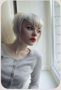 15 Spicy Short Haircuts with Bangs: Angled Short Haircut With V Bangs Short Haircuts With Bangs, Hairstyles With Bangs, Short Hair Cuts, Short Hair Styles, Short Punk Hairstyles, Fringe Hairstyles, Short Pixie, V Bangs, Pixie Bangs
