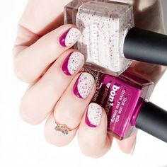 The Sideways Ruffian Nails: click through to learn how to do this nail art at home in 4 easy steps.