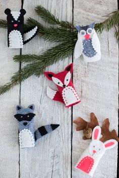 A book review including lovely woodland felt finger puppets made from Betz White's Present Perfect, which includes 25 gifts to sew and bestow.