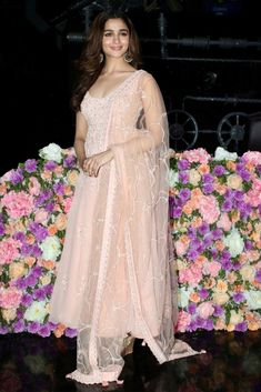 Alia Bhatt has been seen wearing one gorgeous Indian outfit after another for her movie promotions. Check all of Alia Bhatt's Indian Looks here with prices. Indian Look, Dress Indian Style, Indian Dresses, Indian Wedding Outfits, Indian Outfits, Indian Attire, Indian Wear, Wedding Guest Outfit Looks, Designer Anarkali Dresses