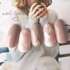 Nail art Christmas - the festive spirit on the nails. Over 70 creative ideas and tutorials Nail art Christmas - the festive spirit on the nails. Over 70 creative ideas and tutorials Grey Nail Designs, Cool Nail Designs, Hair And Nails, My Nails, Office Nails, Manicure, Nails 2017, Japanese Nail Art, Bridal Nails
