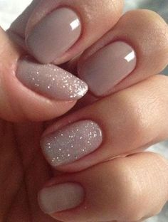 Spectacular beige nail polish and glitter Nails 4 Ways to Achieve Super Smooth and Shiny Nail Polish That Won't Chip Beige Nails, Neutral Nails, Nude Nails, My Nails, Shiny Nails, Fall Nails, Violet Pastel, The Violet, No Chip Nails