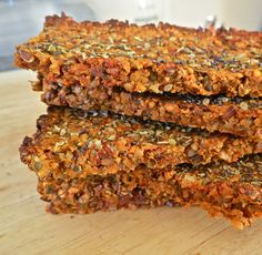 Vegan tomato and carrot crackers with nuts and seeds: gluten free, grain free, dairy free - dehydrate? Raw Food Recipes, Gluten Free Recipes, Vegan Gluten Free, Snack Recipes, Cooking Recipes, Dairy Free, Jar Recipes, Freezer Recipes, Freezer Cooking