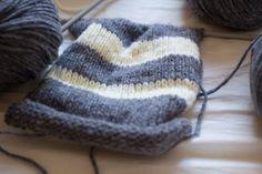 Stickad Halsduk av Beatrice på Herbariumet Knitted Hats, Winter Hats, Knitting, Threading, Tricot, Knit Caps, Breien, Weaving, Stricken