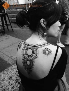 Damn! Gorgeous back henna!