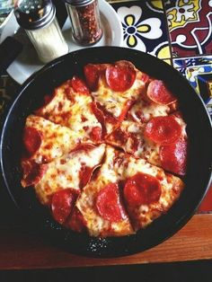 pizza, food, and yummy image Carne Asada, I Love Food, Good Food, Yummy Food, Pizza Recipes, Cooking Recipes, New Pizza, Pizza Food, Pizza Pizza