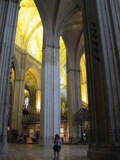 ¿Vienes de visita a Sevilla? La Catedral es uno de los monumentos que no puedes dejar de visitar.