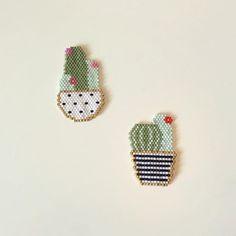 Nouveau cactus ! Et ancien cactus recréé avec la fleur du bon côté cette fois-ci !   #cactus #motifloiseaumoqueur #loiseaumoqueur #jenfiledesperlesetjassume