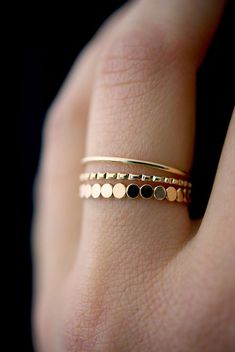 NEUE Perle gemischte Textur Ring Set in Gold Fill gold Stapelring Ring-Set Go Cute Jewelry, Jewelry Rings, Jewelery, Jewelry Accessories, Dainty Jewelry, Craft Jewelry, Vintage Accessories, Statement Jewelry, Sunglasses Accessories