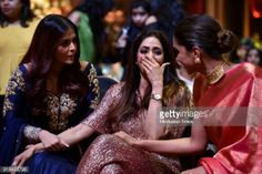 Candid moment of bollywood actressess from HT most stylish award 2018