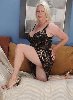 nude asian woman model