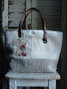 Image of Basic Bag { Quilted Tote Bags, Patchwork Bags, Handmade Handbags, Handmade Bags, My Bags, Purses And Bags, Ethnic Bag, Diy Handbag, Linen Bag