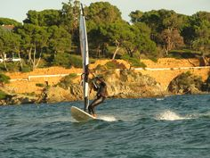 VELA | La platja de Sant Pol conserva encara la bellesa de les edificacions del segle XIX i unes aigües clares, tranquil·les i poc profundes. Tota aquesta orografia fa que permeti desenvolupar una gran diversitat d'activitats nàutiques. Es pot practicar vela, submarinisme, immersions guiades, sortides de pesca, caiac, windsurf, esquí nàutic, esquí-surf o skibus. També es poden llogar embarcacions amb patró o sense per conèixer la costa des del mar.