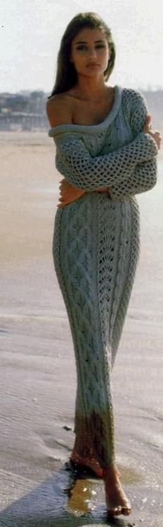 Street fashion for fall.Love this sexy cozy sweater cable maxi dress.Great for early Spring or Late Summer. Mode Style, Style Me, Cozy Sweaters, Knit Dress, Knitwear, What To Wear, Winter Fashion, Cute Outfits, Street Style