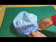 Touca cirúrgica feminina - YouTube Cafe Uniform, Scrub Caps, Knitted Hats, Patches, Beanie, Make It Yourself, Sewing, Knitting, Videos