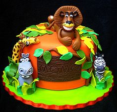 Check out this cool Madagascar movie cake I found @Wendy S's pinboard! Wow - wouldn't your kids flip over this? I know mine would.