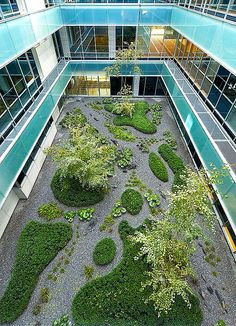 Jardín patio edificio oficinas Madrid 2007 by Urquijo-Kastner Estudio de Paisajismo., via Flickr