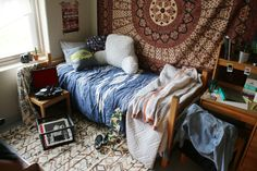 oh golly! this is just like my room in student halls when i was at sussex... nostalgia trip