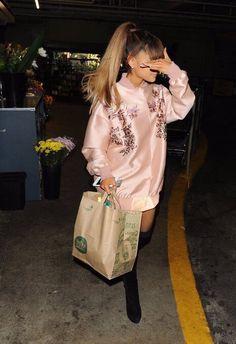 Ariana Grande // shopping at Whole Foods market