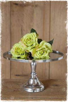 Mooie zilverkleurige taartplateau. Ook te gebruiken als kaarsenstandaard of voor andere decoratie (doorsnede 18,5 cm), #taartplateau, @janenjuup