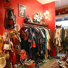 Poppet, a vintage store in the East Village. Unfortunately it already closed doors Mini Boutique, Boutique Stores, Vintage Boutique, Dressing Room Closet, Dressing Room Design, Vintage Stores, Vintage Clothing Stores, Clothing Boutique Interior, Maximalism