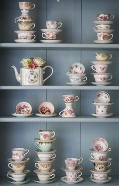 I have a slight obsession with cute tea cups and tea pots. I would totally do this. I wish~~ 찻장, 찻잔 컬렉션 Tea Cup Display, Cute Tea Cups, Pause Café, Ideias Diy, Granny Chic, China Tea Cups, Teapots And Cups, My Cup Of Tea, Chocolate Pots